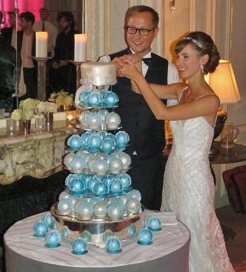 How to make bauble wedding cakes